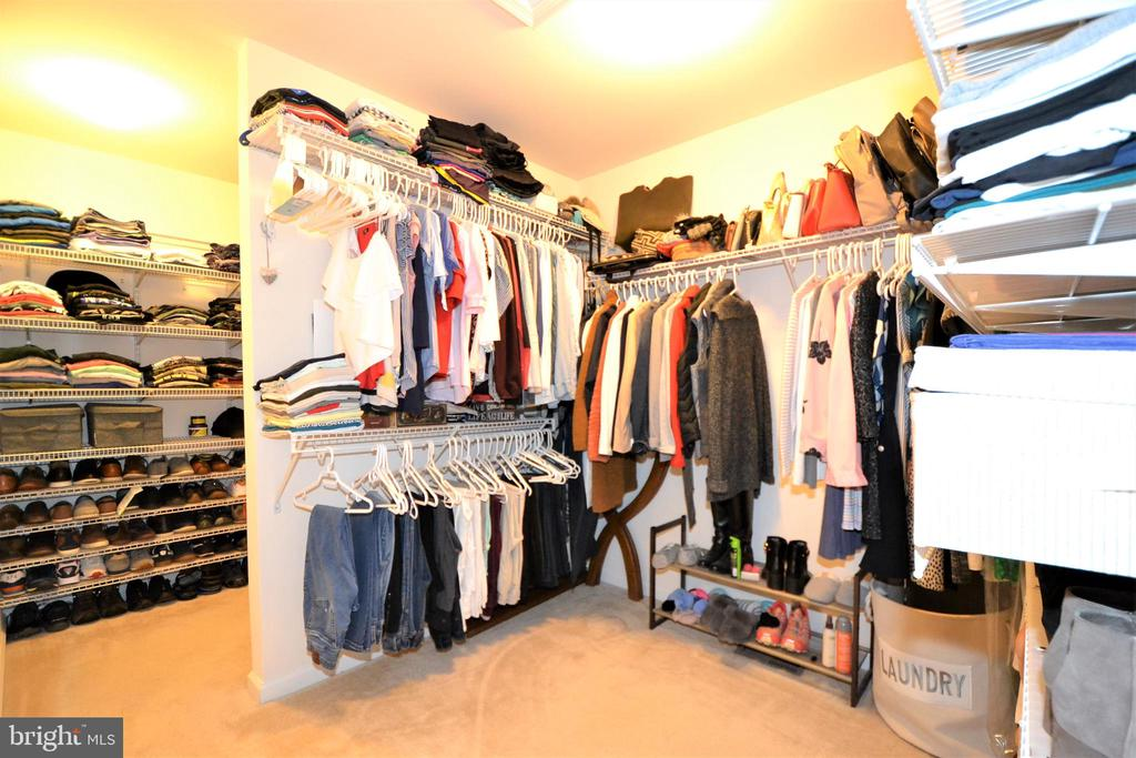 Walk-in Closet in owner's suite - 42286 KNOTTY OAK TER, BRAMBLETON