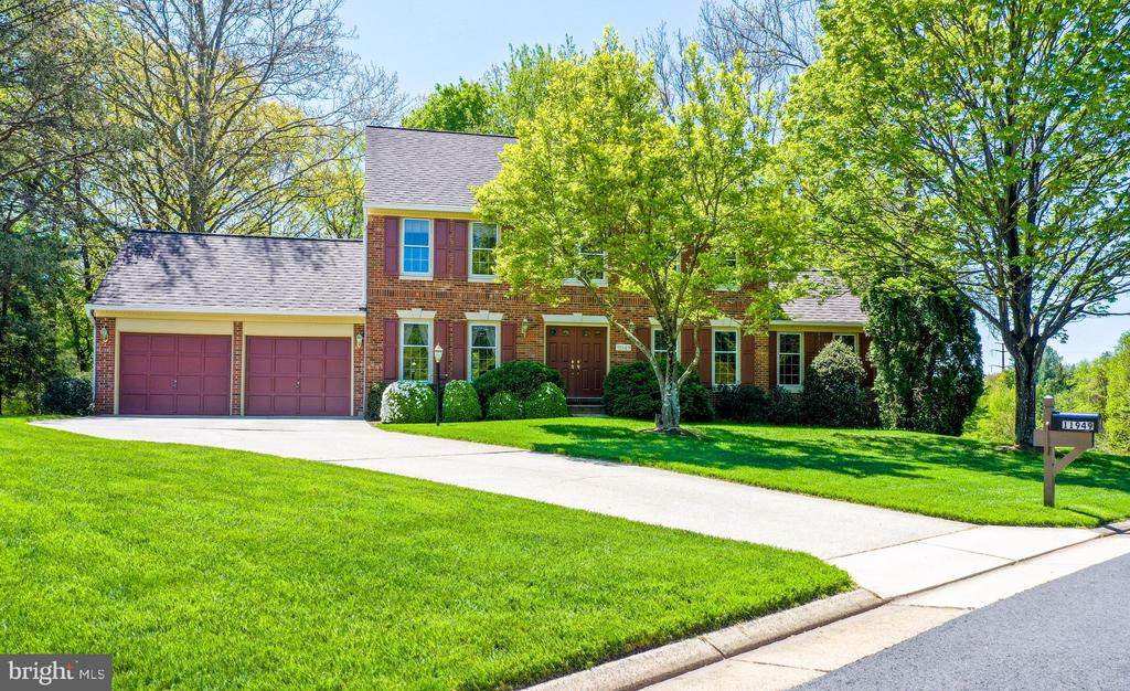 Welcome! FIrst time on the market... - 11949 GREY SQUIRREL LN, RESTON