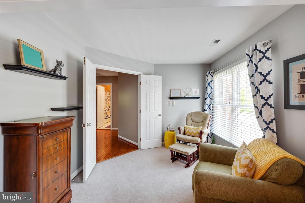 Sitting Area in Master Bedroom - 15971 KENSINGTON PL, DUMFRIES
