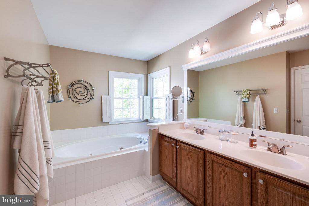 Master Bathroom - 15971 KENSINGTON PL, DUMFRIES