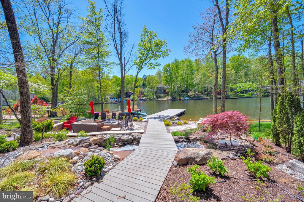 Stunningly landscaped - 300 MT PLEASANT DR, LOCUST GROVE