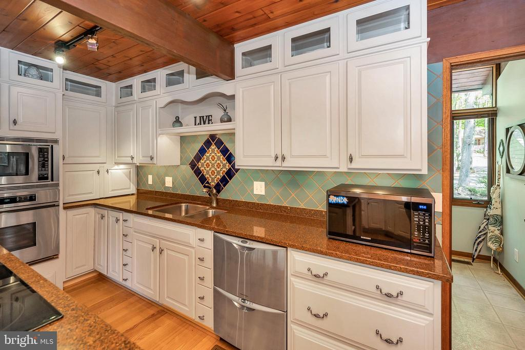 Incredible cabinetry and detail - 300 MT PLEASANT DR, LOCUST GROVE