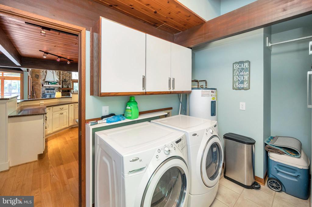 Laundry room main level - 300 MT PLEASANT DR, LOCUST GROVE