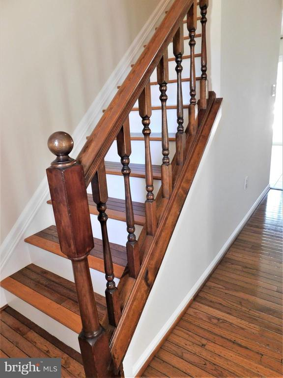 Gunstock oak hardwoods flow upstairs as well - 12520 BROWNS FERRY RD, HERNDON