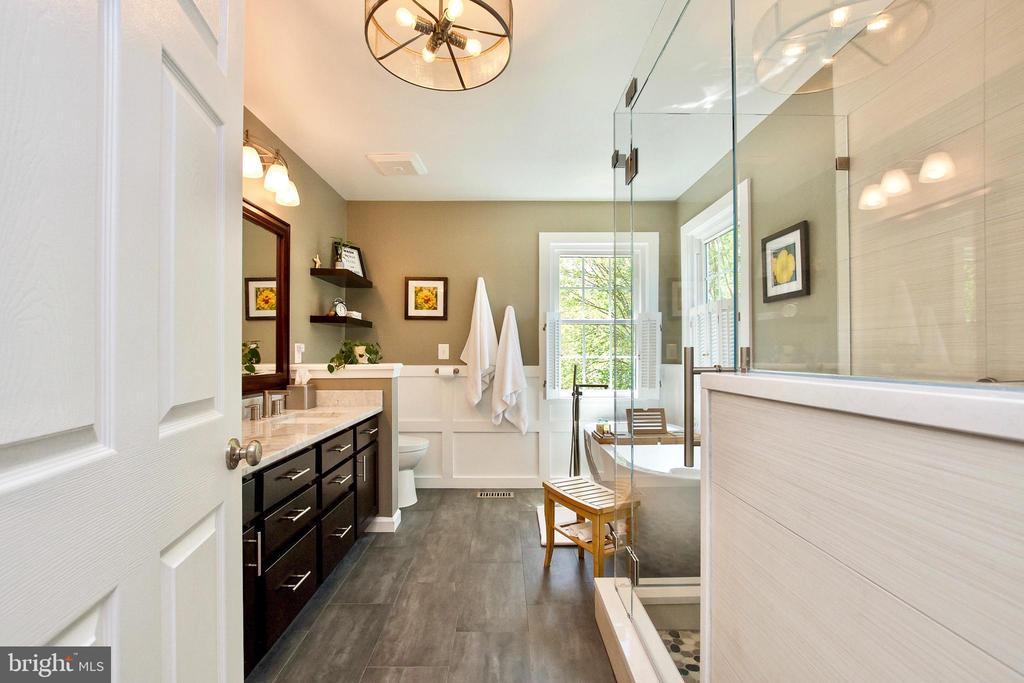 Designer Ensuite Bathroom! - 20766 RIVERBIRCH PL, STERLING