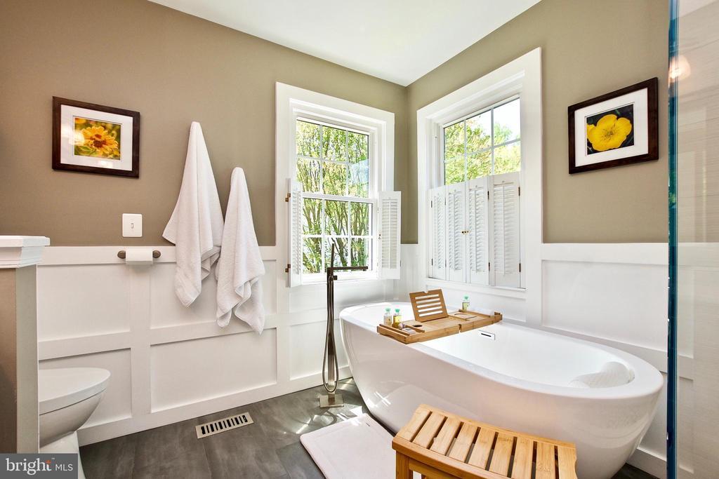 Soaking tub! - 20766 RIVERBIRCH PL, STERLING
