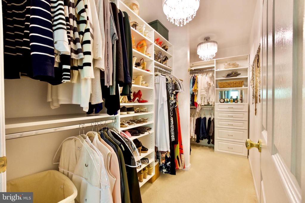 Huge Walk-in Closet WITH TWO CHANDELIERS! - 20766 RIVERBIRCH PL, STERLING