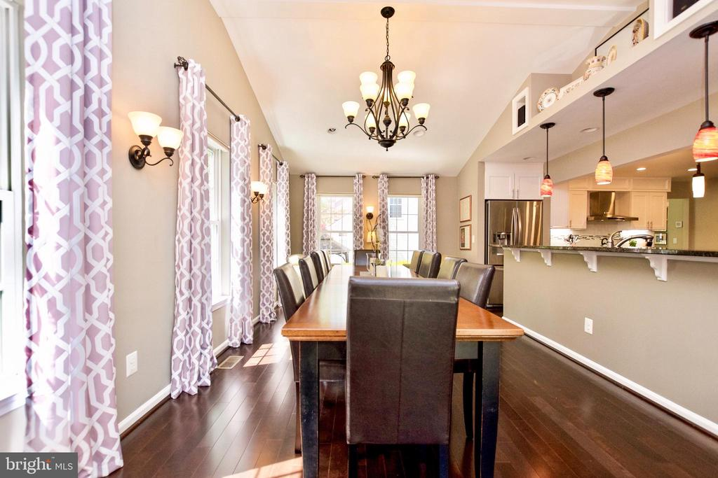 DINING SPACE SURROUNDED BY WINDOWS - 20766 RIVERBIRCH PL, STERLING