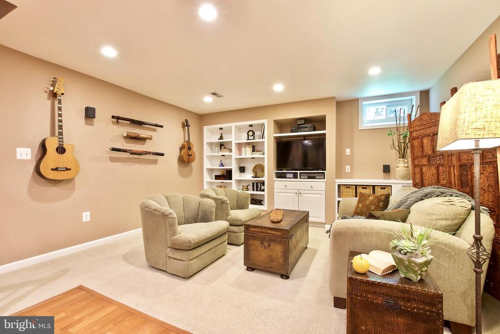Additional entertaining space - 20766 RIVERBIRCH PL, STERLING