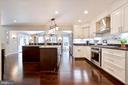 Modern Kitchen with Lots of Upgrades! - 20766 RIVERBIRCH PL, STERLING