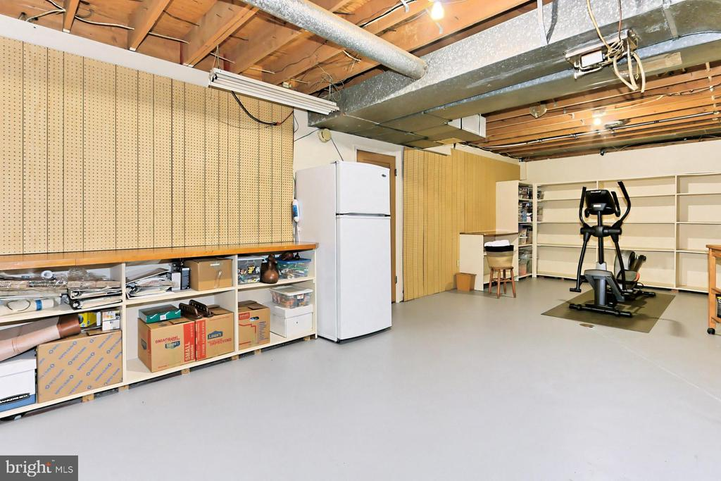 Lower Level Hobby rm w/additional Storage Space - 10700 HAMPTON RD, FAIRFAX STATION