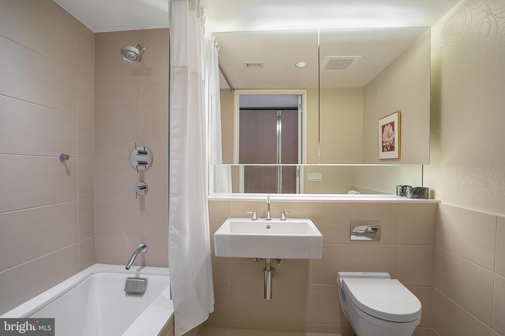 Ensuite Bathroom - 925 H ST NW #516, WASHINGTON