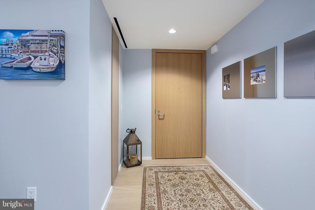 Unit Foyer - 925 H ST NW #516, WASHINGTON
