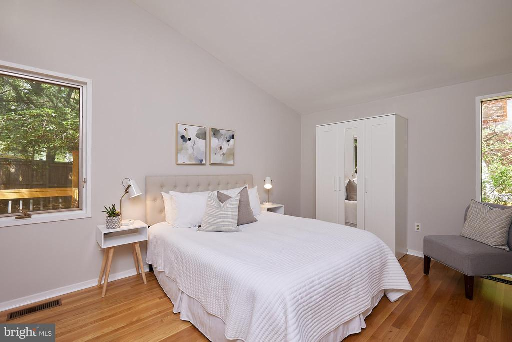 Main level bedroom/guest room - 11530 HIGHVIEW AVE, SILVER SPRING