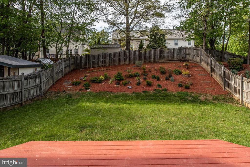 Backyard fully fenced & landscaped. - 4 CATHERINE LN, STAFFORD