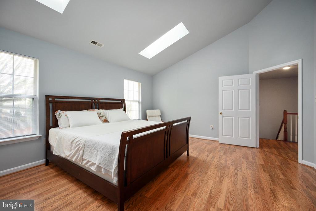King size bed fits comfortably in this large room - 4 CATHERINE LN, STAFFORD