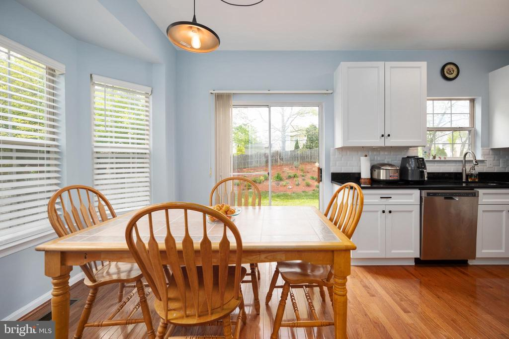 Eat in area with sliding door to backyard deck. - 4 CATHERINE LN, STAFFORD