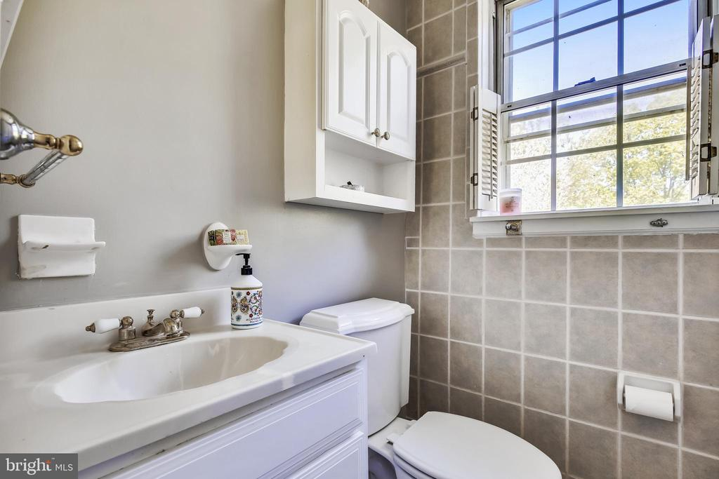 Full updated bathroom - 4839 27TH RD S, ARLINGTON