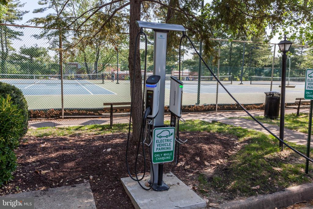 Electric car charging station - 4839 27TH RD S, ARLINGTON