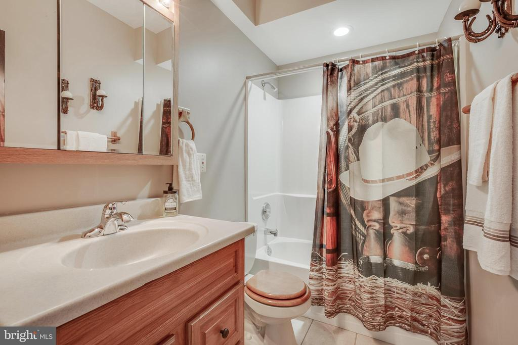 3rd Full Bath - 13981 FLAGTREE PL, MANASSAS