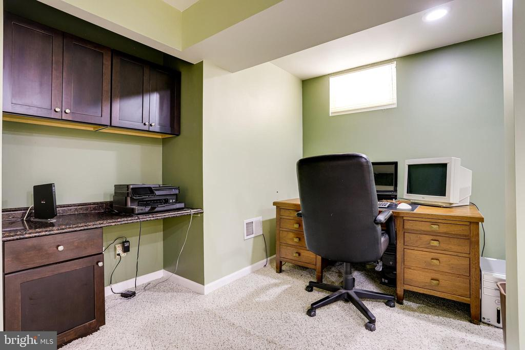 Lower level office space - 20631 BRIDGEPORT CT, STERLING