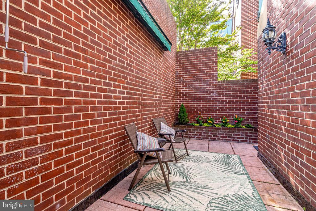 Private Patio - 132 N UNION ST, ALEXANDRIA