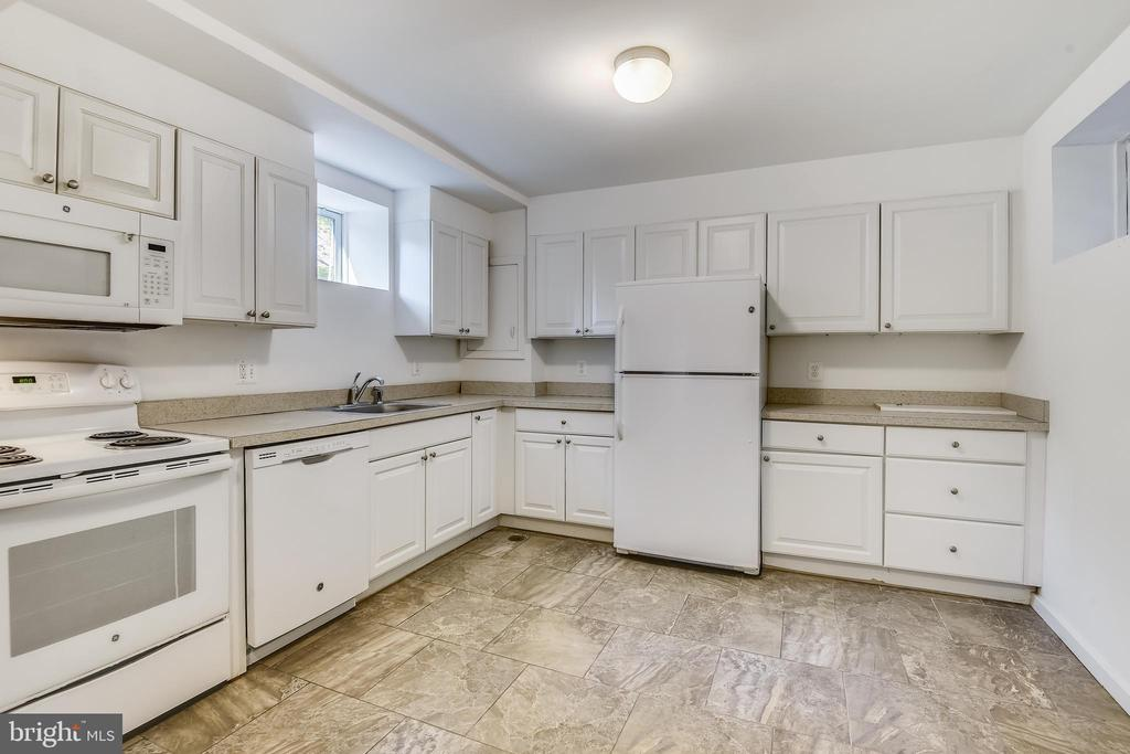 Kitchenette on lower level - 3033 KNOLL DR, FALLS CHURCH