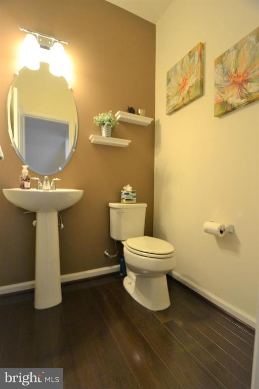 Main Level Powder Room - 42286 KNOTTY OAK TER, BRAMBLETON