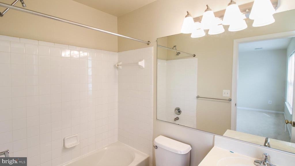 Bath - New Light Fixtures, Faucet, Fresh Paint - 43533 LAIDLOW ST, CHANTILLY