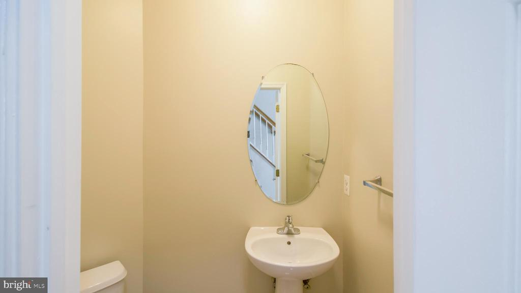 Powder Room - 43533 LAIDLOW ST, CHANTILLY