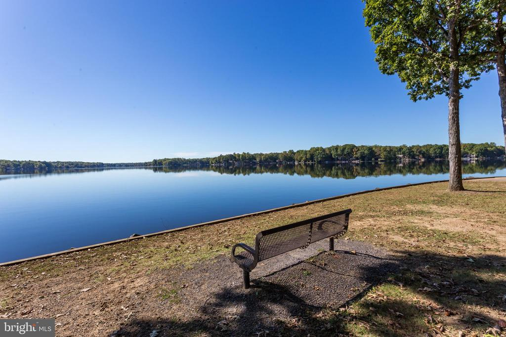Enjoy Lake Living! - 222 BIRDIE RD, LOCUST GROVE