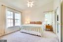 Owner's suite with vaulted ceilings - 6850 WILLIAMSBURG POND CT, FALLS CHURCH