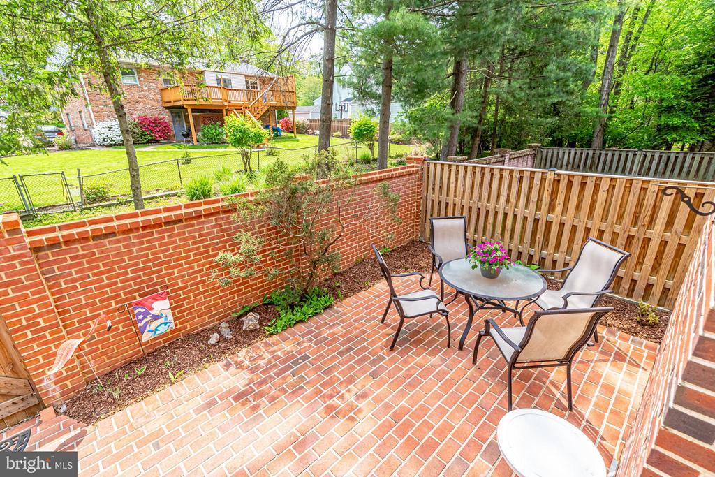 beautiful brick patio - 6850 WILLIAMSBURG POND CT, FALLS CHURCH