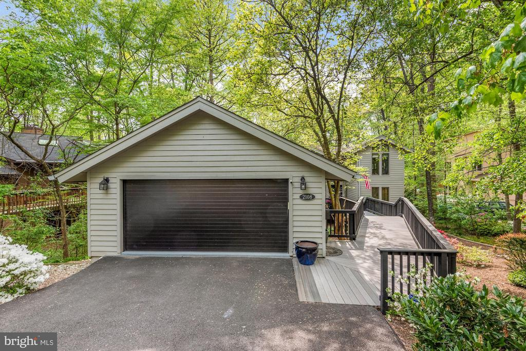 Extra large two-car garage- recently painted. - 2108 OWLS COVE LN, RESTON