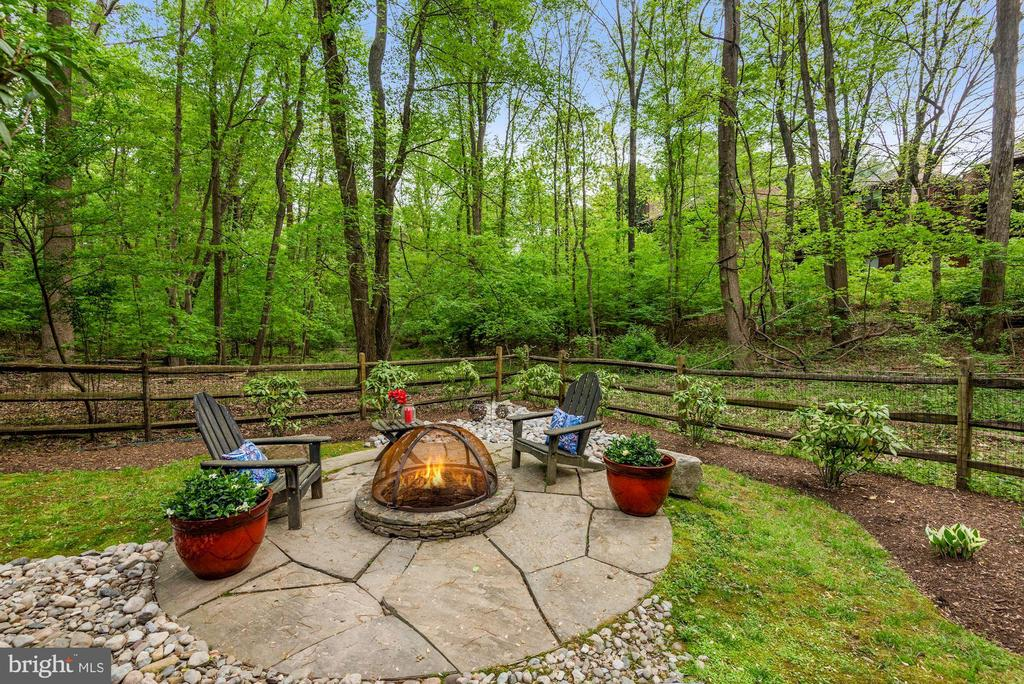 Firepit nestled in your private wooded yard - 2108 OWLS COVE LN, RESTON