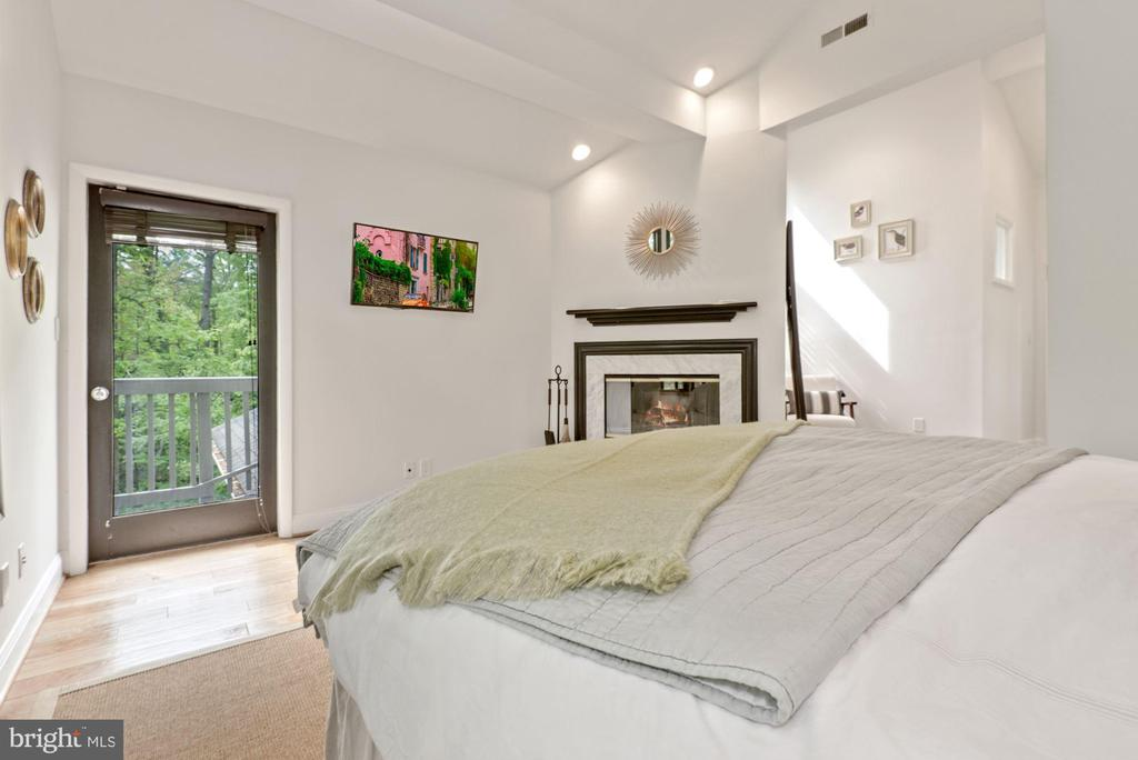 Private balcony just off master bedroom - 2108 OWLS COVE LN, RESTON
