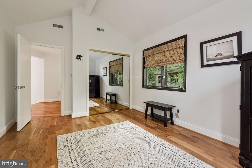 Large sunny 2nd bedroom with large closet - 2108 OWLS COVE LN, RESTON