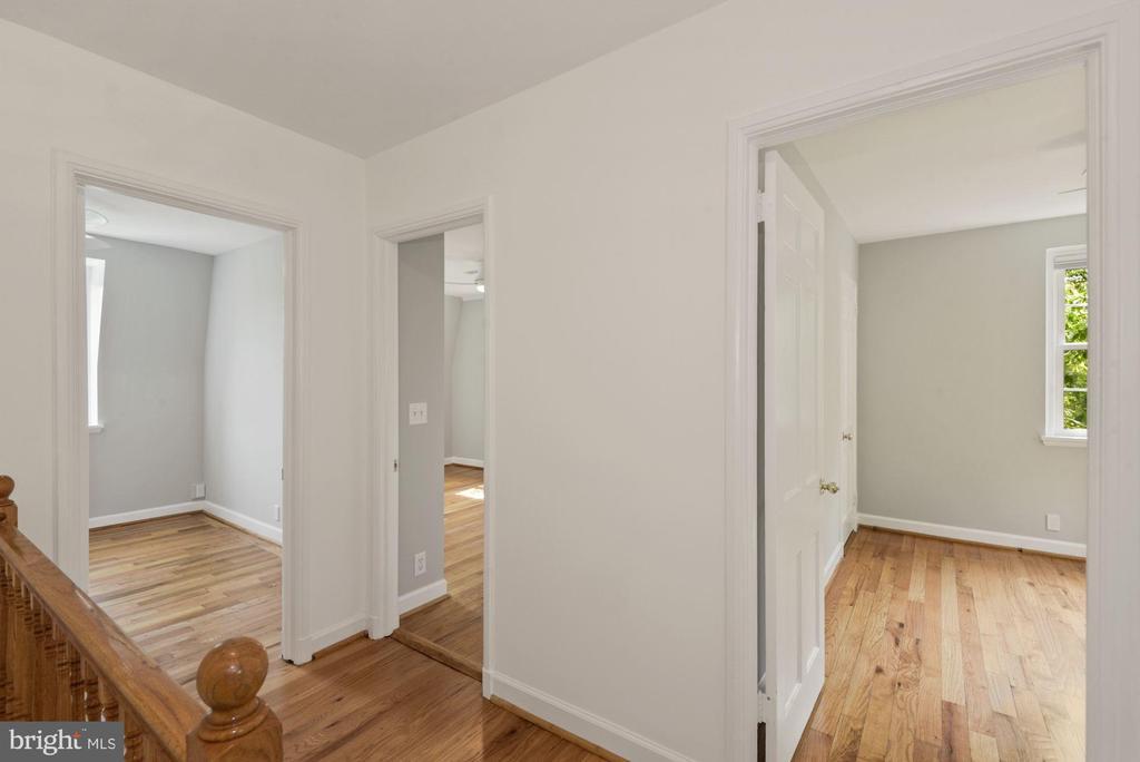 Upstairsway - 3613 S WAKEFIELD ST, ARLINGTON