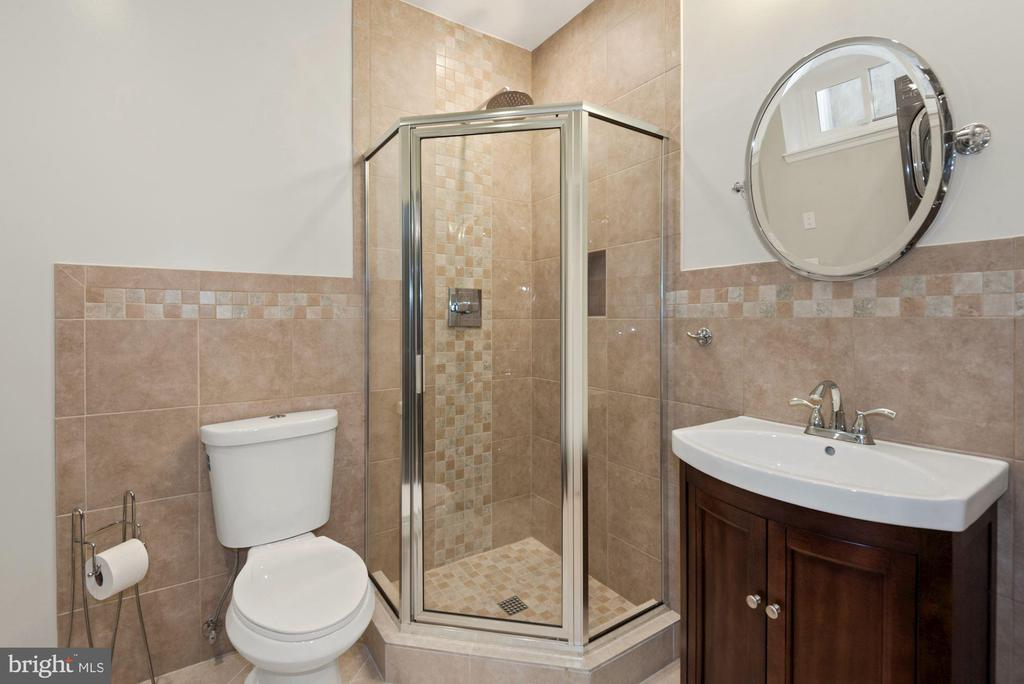 Full bath in basement - 3613 S WAKEFIELD ST, ARLINGTON