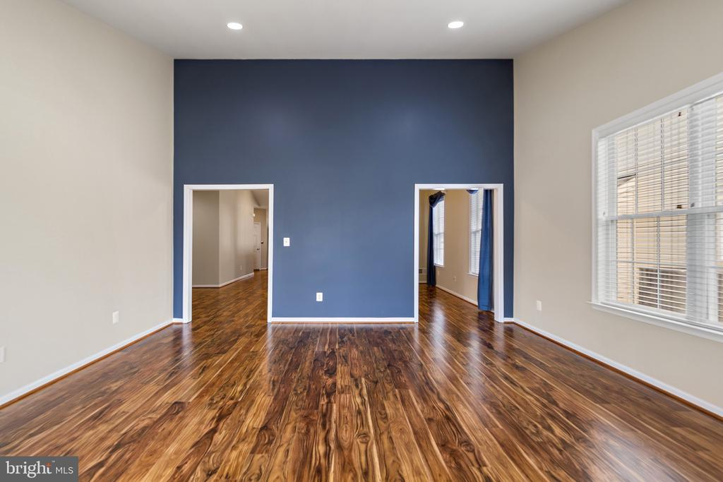 Sitting Room/Office Space/Den w/Accent Wall - 6293 CULVERHOUSE CT, GAINESVILLE