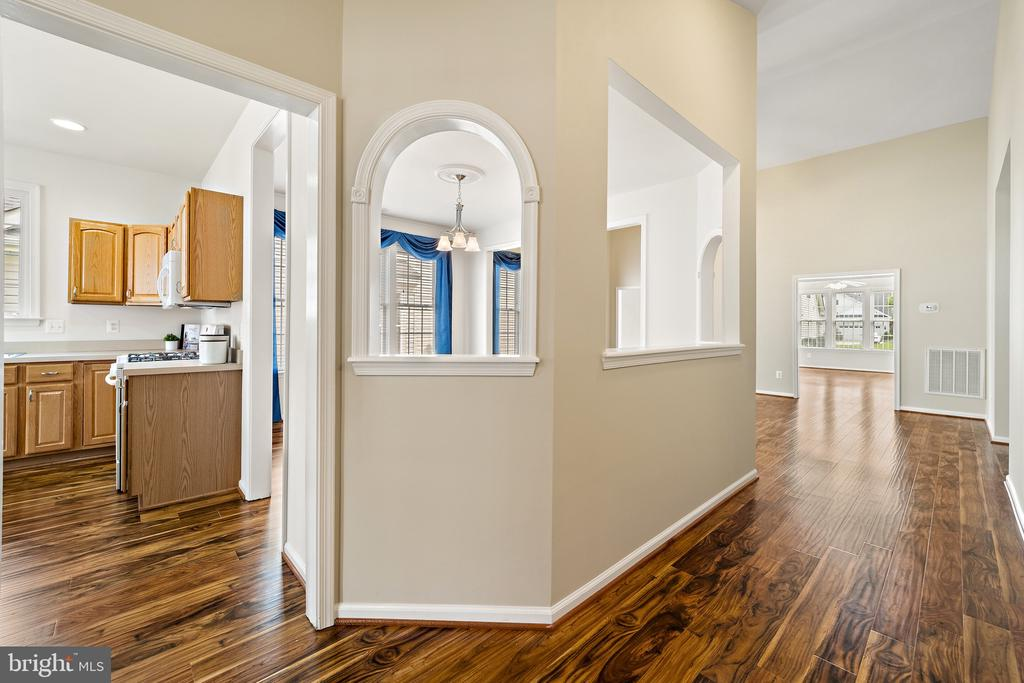 Lovely finishes and architectural features - 6293 CULVERHOUSE CT, GAINESVILLE
