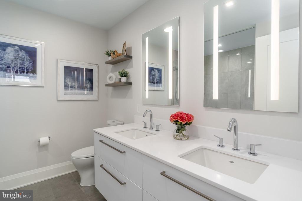 Primary bath with double sinks - 16 BAKERS WALK #104, ALEXANDRIA