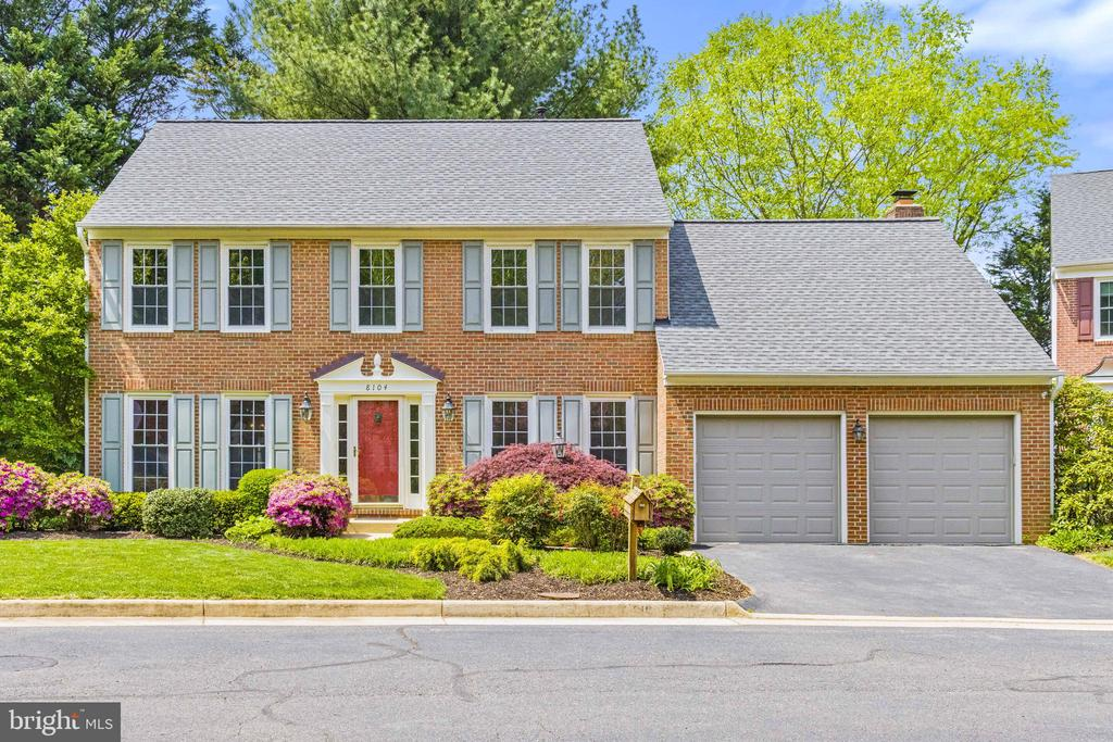 Beautiful Colonial - 8104 CREEKVIEW DR, SPRINGFIELD