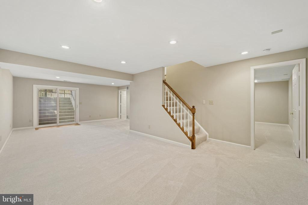 Lower level recreation room - 8104 CREEKVIEW DR, SPRINGFIELD