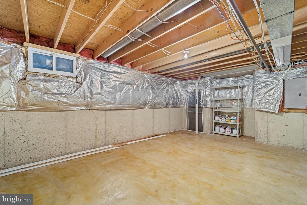 Lower level storage room - 8104 CREEKVIEW DR, SPRINGFIELD
