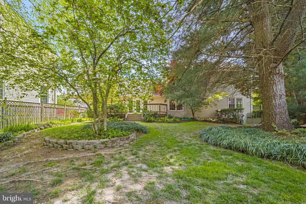 - 8104 CREEKVIEW DR, SPRINGFIELD