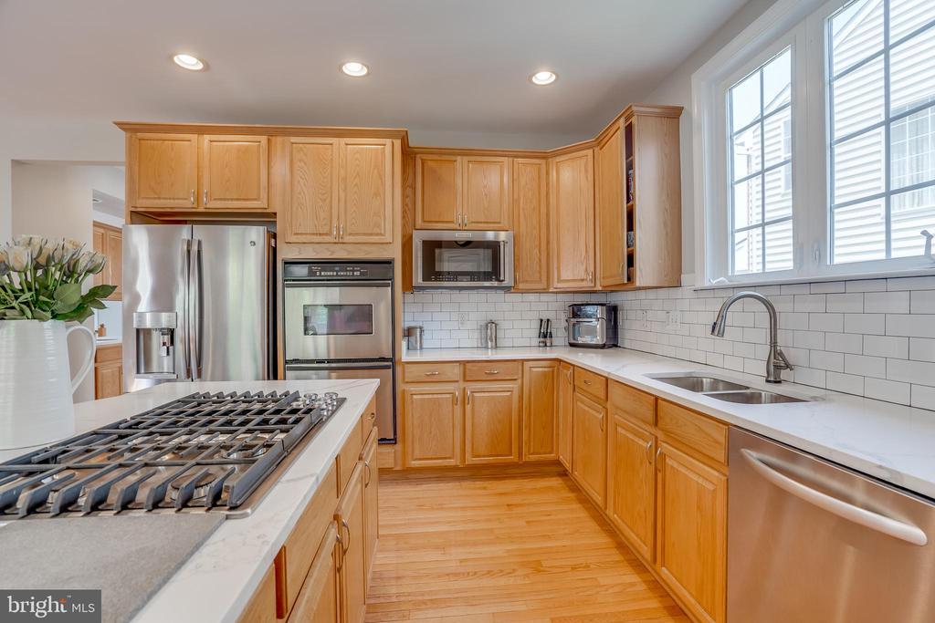 Gas Cooktop, Stainless Steel Appliances - 13297 SCOTCH RUN CT, CENTREVILLE