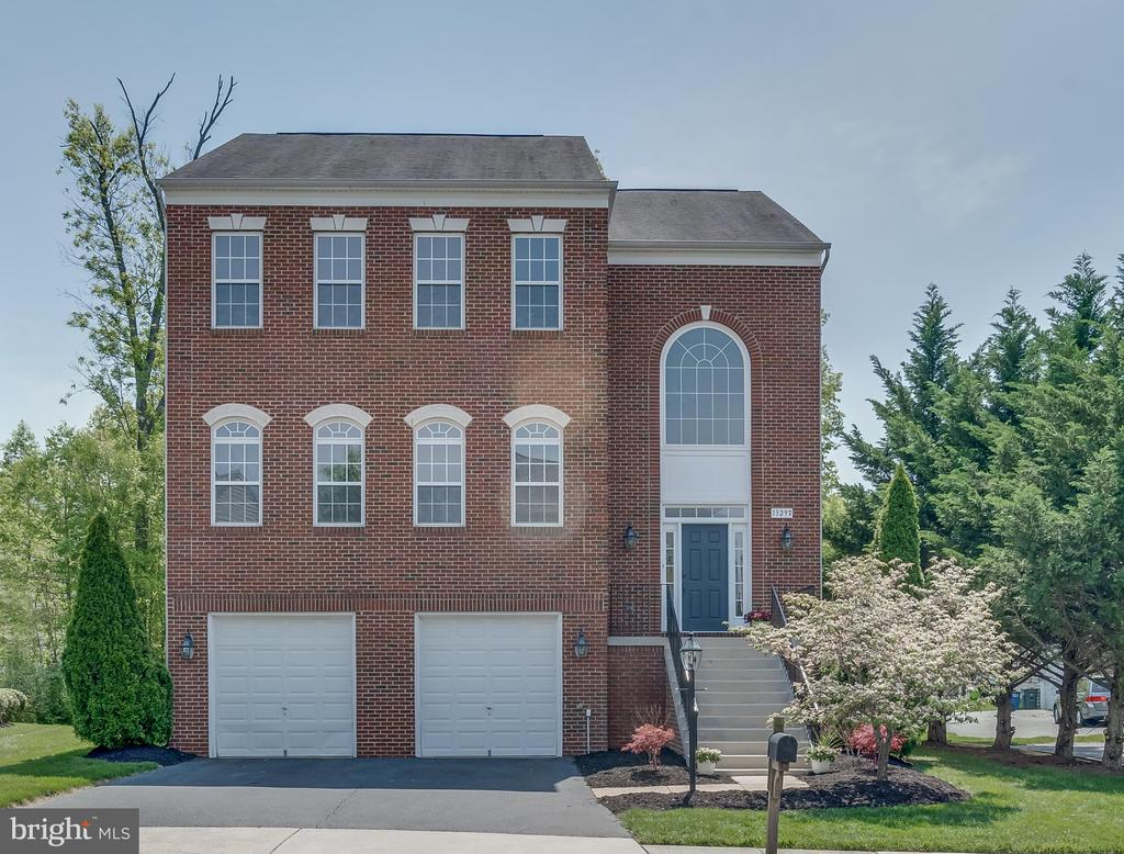 Front Exterior... Lovely Curb Appeal - 13297 SCOTCH RUN CT, CENTREVILLE