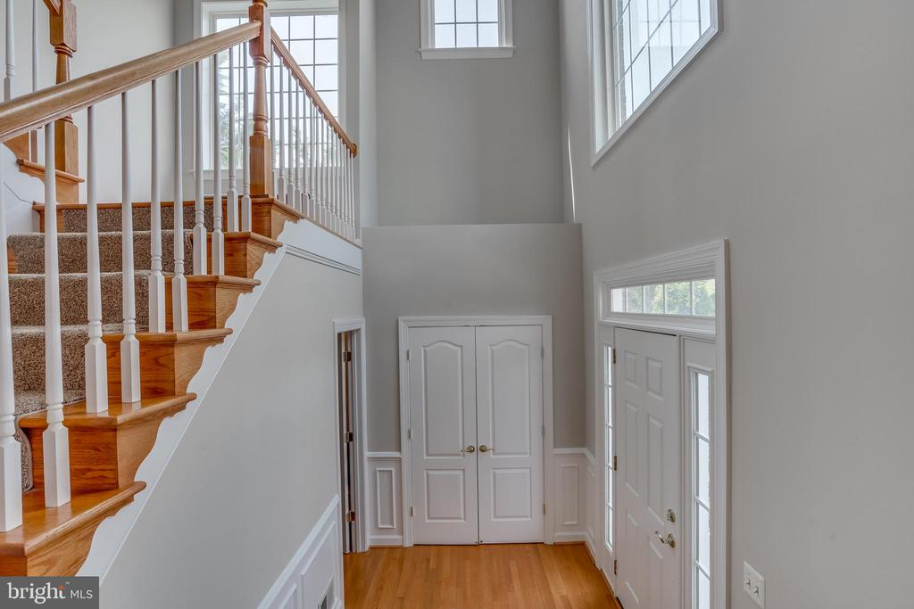 Main 2- Story Entry Foyer - 13297 SCOTCH RUN CT, CENTREVILLE