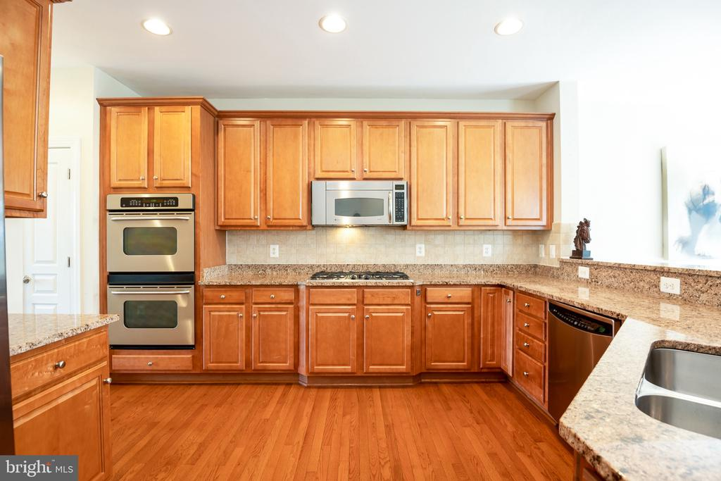 Granite Countertops complement the natural wood - 115 GRACIE PARK DR, HERNDON